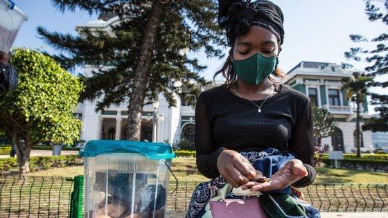 """Segundo as organizações, o novo coronavírus tem um impacto """"muito grande"""" sobre as raparigas em Moçambique, que sofrem """"pressão"""" dos pais e muitas vezes são obrigadas a casar"""