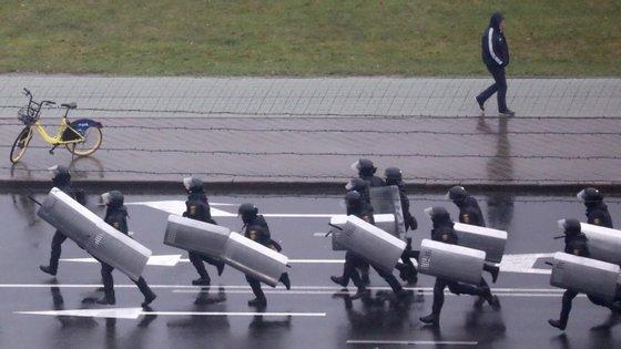 No domingo, 713 pessoas foram detidas durante os protestos em várias cidades