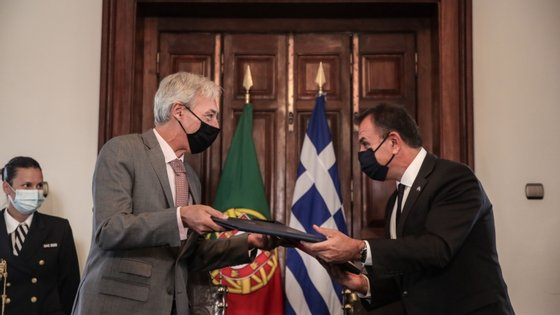 O ministro da Defesa, João Gomes Cravinho, recebeu o seu homólogo grego, Nikolaos Panagiotopoulos