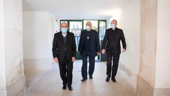 D. António Marto, bispo de Leiria-Fátima, D. José Ornelas, presidente da Conferência Episcopal, e padre Carlos Cabecinhas, reitor do santuário