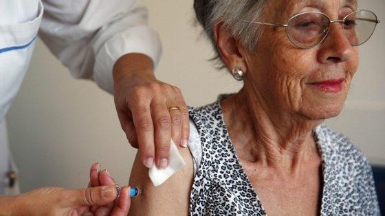 """Sem conseguir precisar o número de beneficiários, o autarca de Vila Nova de Gaia apontou que conta gastar nesta iniciativa """"mais de 10 mil euros""""."""