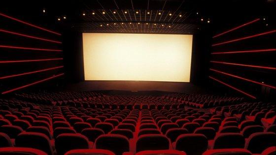 Em Portugal, as salas de cinema reabriram as portas em junho, tendo o número de espetadores subido de apenas 3.232 espetadores para 360 mil em setembro.