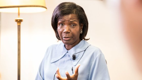 Francisca van Dunem, ministra da Justiça, defende a prevenção à corrupção através do conhecimento e da formação
