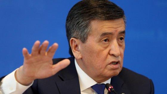 Vários elementos de partidos da oposição anunciaram a intenção de remover o atual chefe de Estado, Sooronbay Jeenbekov, do cargo
