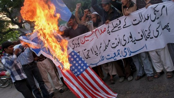 """""""Esperamos que ele ganhe as eleições e acabe com a presença militar no Afeganistão"""", disse esse líder talibã à CBS."""
