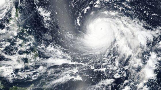 O estudo lembra que, na última metade do século, os desastres naturais associados ao clima causaram mais de dois milhões de mortos