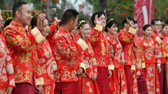 """O Ministério da Cultura e do Turismo chinês divulgou que na semana passada estima-se que 637 milhões de pessoas viajaram dentro das províncias chinesasdurante a """"semana dourada"""""""