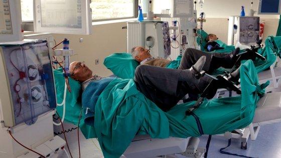 A doença renal crónica assenta numa diminuição lenta e progressiva, durante meses ou anos, da capacidade de os rins filtrarem resíduos metabólicos do sangue
