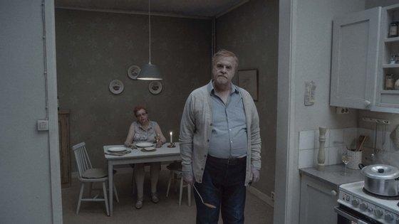 """Uma cena do lúgubre, vácuo e entediante """"Da Eternidade"""", do sueco Roy Andersson"""