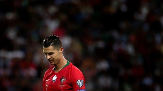 """""""É altamente improvável que Cristiano Ronaldo tenha problemas, mas não quer dizer que não seja possível"""", diz o infecciologista Jaime Nina"""