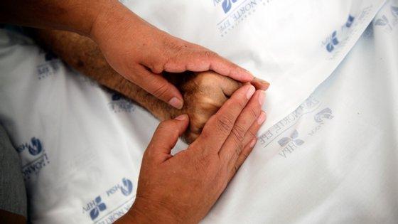 """Duarte Soares lamenta que """"o Serviço Nacional de Saúde na população que precisa de cuidados paliativos está absolutamente parado"""""""
