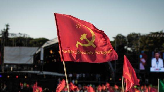 """Pela leitura da lei, alegaram ainda os comunistas, """"se conclui que a fase de 'democratização' terá um período de vida efémero"""""""