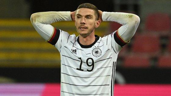 Gosens, lateral esquerdo da Atalanta, foi titular pela seleção alemã