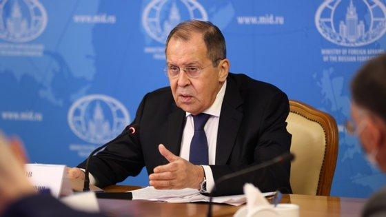 A posição de Moscovo surgiu um dia depois de os ministros dos Negócios Estrangeiros da UE acordarem sobre a imposição de sanções a oficiais e organismos da Rússia, considerados responsáveis pelo envenenamento de Navalny