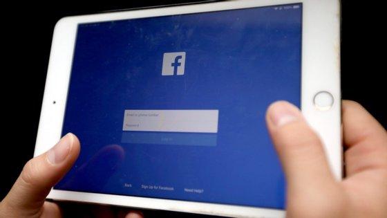 O Facebook irá continuar a permitir, no entanto, publicações que sejam contra ou a favor de regulamentos governamentais sobre vacinas