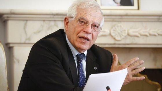Até o momento, apenas um dos 27 membros do executivo de Bruxelas, a comissária búlgara Mariya Gabriel, deu positivo para o novo coronavírus