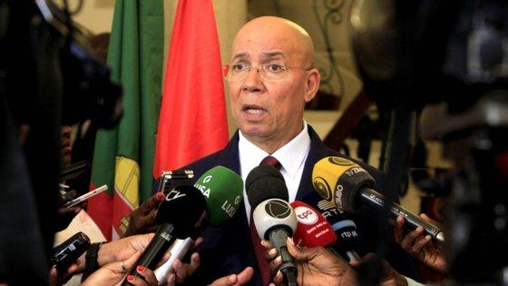 """O dirigente angolano desejou que não tenha deixado """"muitos rastos da doença entre os colegas, família e os amigos"""""""