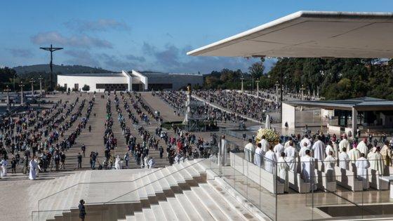A delegação do PSD tem prevista reuniões com a reitoria do santuário e com empresários dos ramos da hotelaria, restauração e comércio da região de Fátima