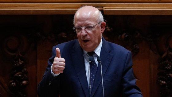 """Santos Silva respondia a Isabel Meireles (PSD), que abordou as negociações do orçamento europeu como uma das """"batatas quentes"""" que a presidência portuguesa pode herdar face ao atual impasse"""