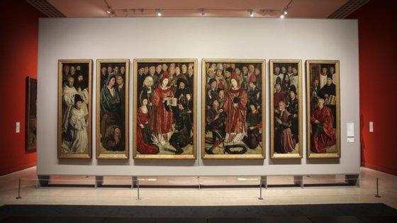 A partir desta quinta-feira, esta peça, inspirada nos Painéis de São Vicente, obra maior da pintura europeia do século XV, da autoria do pintor português Nuno Gonçalves, é exibida pela primeira vez no Museu Nacional de Arte Antiga