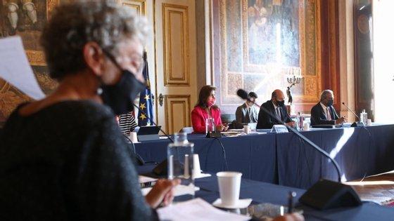 A reunião da Comissão Permanente de Concertação Socia estava marcada para quarta-feira, mas foi adiada um dia porque o Governo antecipou o Conselho de Ministros semanal
