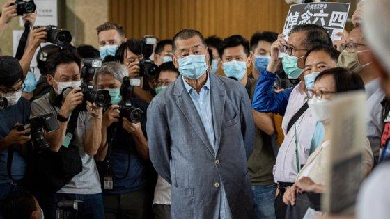 Não está claro o que a polícia procurava ou por que realizou a operação. A polícia de Hong Kong não respondeu até ao momento a um pedido de comentário