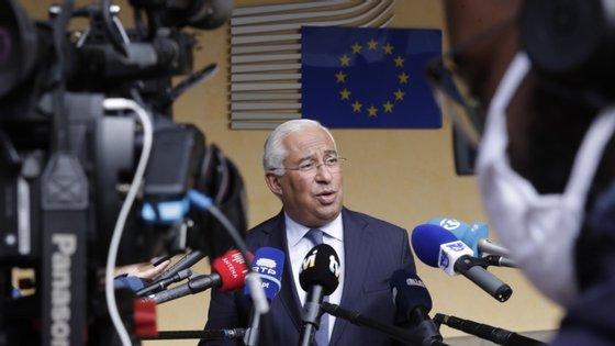 O primeiro-ministro sugere que os portugueses repensem as celebrações de natal.