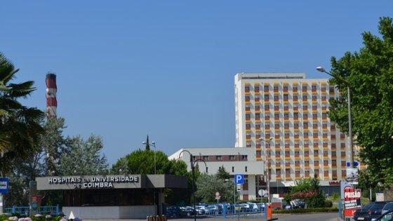 Os dois profissionais de saúde acusados pelo Ministério Público trabalham no hospital de Coimbra