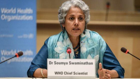 """A cientista-chefe da ONU alertou ainda que os governos não devem ser """"complacentes"""" em relação à taxa de mortalidade"""