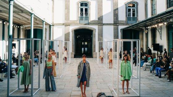 A 47ª edição do Portugal Fashion começou esta quinta-feira, com limitações de público, desfiles ao ar livre e uso obrigatório de máscara em todos os espaços