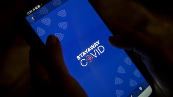 """""""A proposta do governo de tornar obrigatória a utilização da aplicação para smartphone StayAwayCovid é grave, de constitucionalidade duvidosa e alcance e eficácia muito limitadas"""", criticam"""