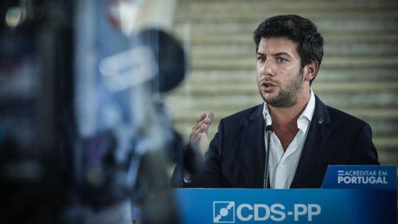 Francisco Rodrigues dos Santos, líder do CDS-PP, falava aos jornalistas no final de uma ação de contacto com a população da Madalena, no Pico, no âmbito das eleições regionais