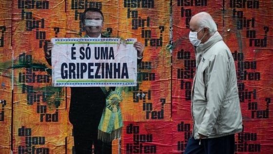 Mesmo com sintomas, Fábio Faria deu uma conferência de imprensa na quarta-feira, sem recorrer ao uso de máscara de proteção, em que comentou o plano de privatização dos Correios