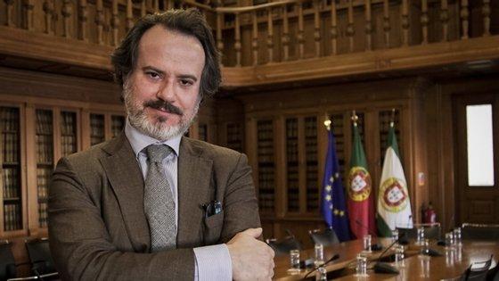 Deputado do PS Sérgio Sousa Pinto está contra o uso obrigatório da app de rastreio
