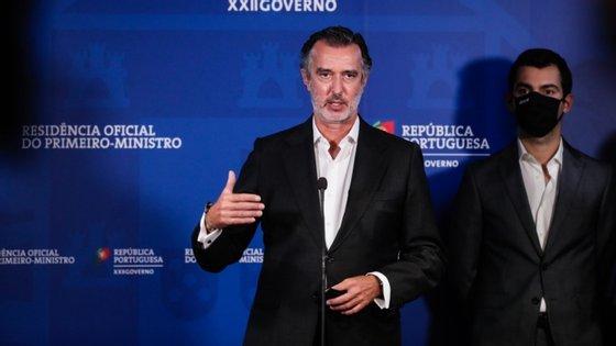 João Cotrim Figueiredo considera que não se pode debater a proposta orçamental de mais 500 milhões para a TAP, a somar aos 1200 milhões já decididos para este ano, sem se conhecer o plano de liquidez