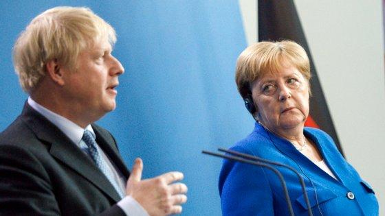 A chanceler alemã alertou que o tempo escasseia e reiterou que a UE está a fazer tudo para chegar a um desfecho positivo