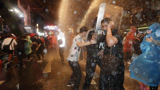 O Governo da Tailândia decretou, na quinta-feira de manhã, o estado de emergência na capital