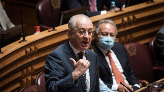 O PSD não alinha na dramatização e acredita que o Orçamento vai mesmo passar. Tudo não passa de uma ópera bufa à esquerda