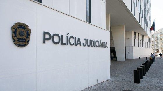 Os dois detidos já foram presentes a primeiro interrogatório judicial, tendo-lhes sido aplicada a medida de coação de prisão preventiva