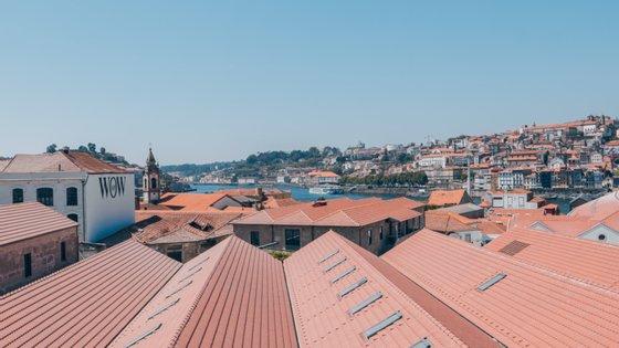 O concelho de Vila Nova de Gaia, distrito do Porto, de acordo com o boletim epidemiológico da Direção Geral da Saúde (DGS) de segunda-feira, regista 2.589 casos de infeção