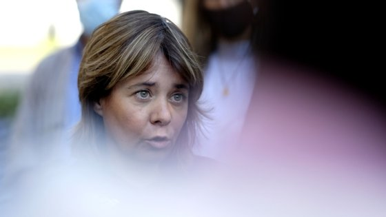 Catarina Martins falava aos jornalistas em Ponta Delgada, onde se encontra em campanha eleitoral
