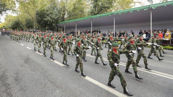 A associação questiona ainda como é que um militar poderá usar a aplicação se não tiver telemóvel ou condições técnicas para a instalar