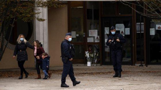 O homicídio ocorreu por volta das 17h00 locais (16h00 em Lisboa)