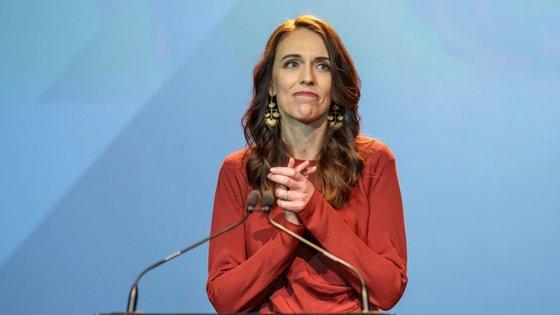 Jacinda Arden, 40 anos, assegurou um segundo mandato com 49% dos votos