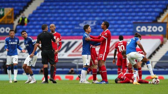 Já no final da partida, Richarlison foi expulso com vermelho direto devido a uma entrada muito dura sobre Thiago Alcântara