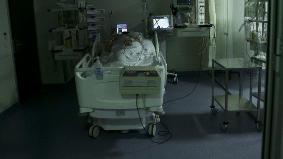 Segundo a ARS-N, nesta região a capacidade instalada para todas as patologias é de 5.489 camas de enfermaria e 308 camas de cuidados intensivos