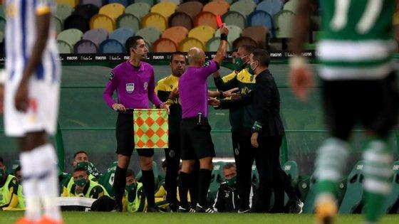 O técnico leonino foi expulso no final da primeira parte, na sequência do lance entre Zaidu e Pedro Gonçalves