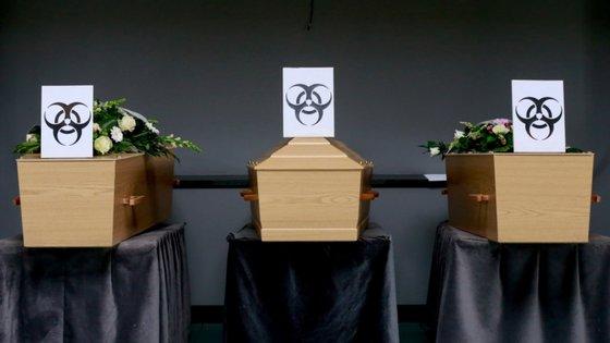 A pandemia de covid-19 já provocou mais de 1,1 milhões de mortos e quase 40 milhões de casos de infeção em todo o mundo