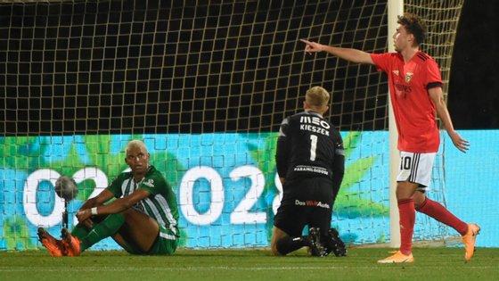 Luka Waldschmidt leva quatro golos nos dois jogos fora do Benfica para o Campeonato e pela primeira vez fez dois bis numa só temporada