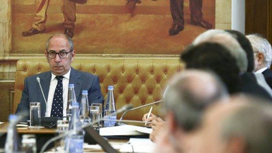 O deputado Telmo Correia falou aos jornalistas no Parlamento